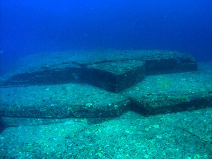 与那国島 海底遺跡:亀の岩