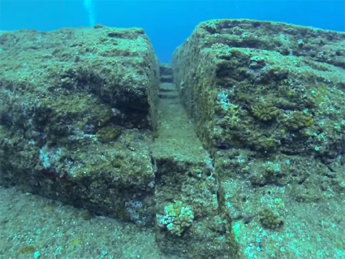与那国島 海底遺跡:排水路2