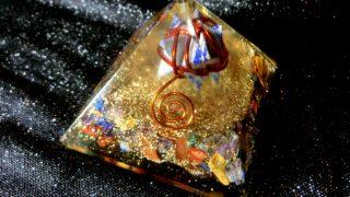 オルゴナイトのエネルギーで、磁場を浄化! 効果の高いピラミッド型を購入したみた結果は?