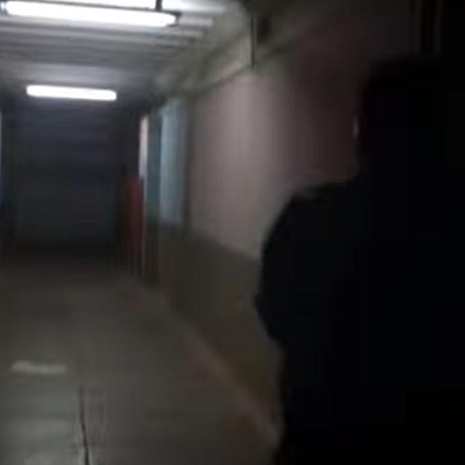 警備員がポルターガイスト現象を確認しに行く