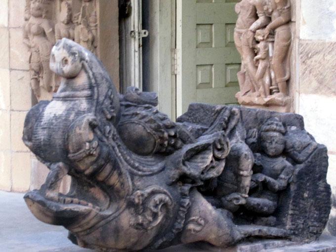 インドのマカラの像