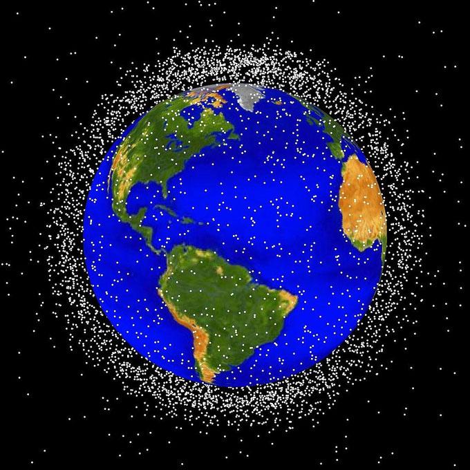 地球の衛星軌道上を周回するスペースデブリ