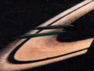 土星の環に巨大UFO! 大きさは地球直径の約4倍! このトンデモ話は本当か?