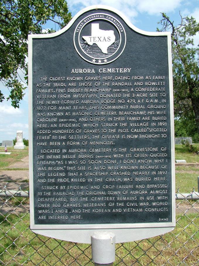 オーロラ共同墓地の立て札