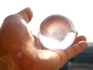 願いを叶えるレインボー水晶、クォーツ。パワーストーンに効果はあるのか?