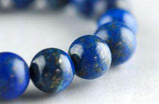 ラピスラズリは冨と霊力の象徴。願い事を叶えて、次々に幸せを運ぶ石