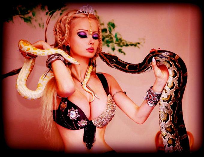 ヴァレリア・ルカノワと蛇