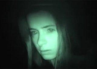 美少女の幽霊ヒッチハイカー。「あの場所で事故に遭って死んだの」