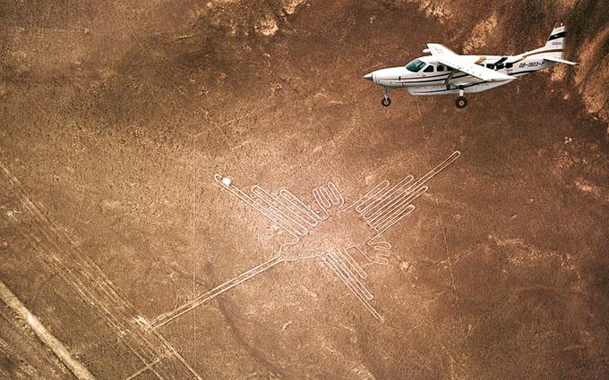 飛行機に映ったナスカの地上絵