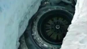 南極大陸の穴にUFOの秘密基地! グーグルアースで発見